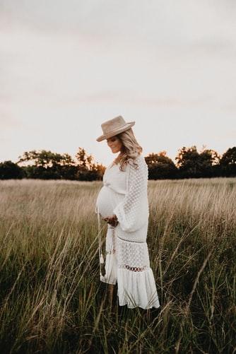 elegancka sukienka ciążowa